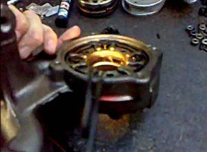 Czyszczenie zablokowanych łopatek w turbosprężarce VNT