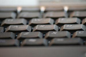 Wyraź swoją opinię: Co sądzisz o sprzedaży usług warsztatowych przez Internet?
