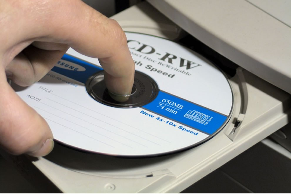How to recover files from a cd rom