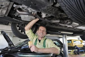 Ile zarabia mechanik samochodowy? Ankieta.