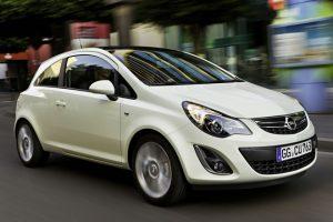 Nietypowe awarie: Opel Corsa i siwy dym