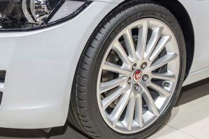 Opony Dunlopa w Jaguarze XE