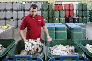 Transport i składowanie brudnych czyściw – jak robi to MEWA?