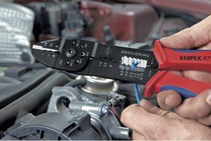 Nowy zestaw Knipex dla elektryków samochodowych