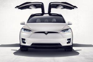 Tesla pozywa niemieckiego dostawcę części