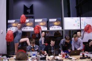 Hackathon, akumulatory i cheerleaderki