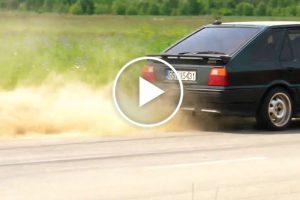Driftujący Polonez Caro z silnikiem 3.0 V6 – zobacz film