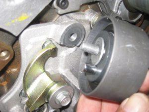 Wymiana rozrządu w silniku 2.8 30V - zobacz jak przebiega
