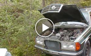 Ten Mercedes stał przez 8 lat na złomowisku. Czy odpali? [Film]