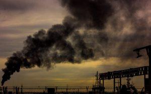 Nielegalne modyfikacje samochodów powodem smogu. Rząd znalazł sposób na walkę z nimi?