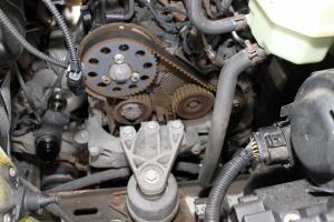 Volkswagen Transporter 2.0 TDI z silnikiem z układem zasilania typu Common Rail (CAAA) – wymiana paska zębatego i pomocniczego paska napędowego