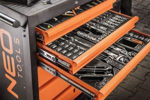 Szafki narzędziowe z wyposażeniem od NEO