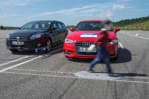 Już co czwarte nowo rejestrowane w Niemczech auto samo zahamuje w sytuacji awaryjnej