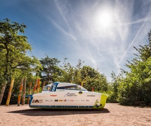 Punch Powertrain Solar Team w Bridgestone World Solar Challenge w barwach Cromax