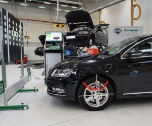 Kamera i radar systemu wspomagania kierowcy w warsztacie
