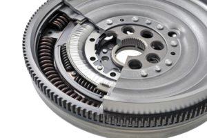 Różne metody tłumienia drgań skrętnych w układzie sprzęgła