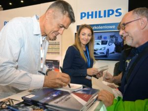 Hołek w jasnych światłach Philips na ProfiAuto Show 2018