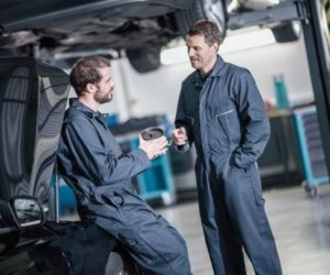 Porady techniczne ZF Aftermarket: Wymiana pompy wspomagania układu kierowniczego