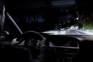 Dlaczego warto wymieniać żarówki samochodowe parami?