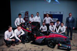 Najnowszy bolid PolSl Racing z akumulatorem Exide