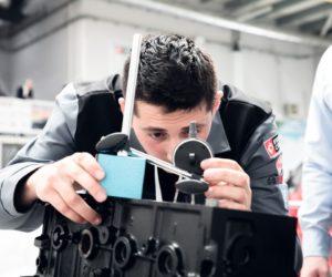 Młodzi mechanicy zawalczą o tytuł Young Car Mechanic