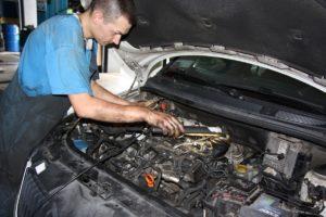 Poszukiwany, poszukiwana… Motoryzacja: brak rąk do pracy czy może kompetencji?