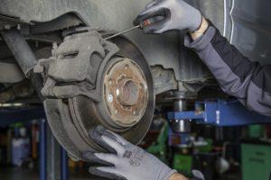 Wiemy, jak mechanicy wyceniają części – wyniki ankiety