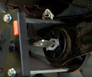 Tylne zawieszenie Forda Mondeo – film instruktażowy SWAG