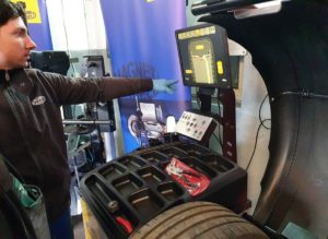 Rozpoczynamy test wyważarki i montażownicy Magneti Marelli