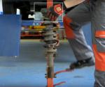 Kontrola i wymiana górnego mocowania kolumny amortyzatora – film instruktażowy febi