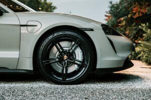 Pirelli wprowadza oponę do samochodów elektrycznych i hybrydowych