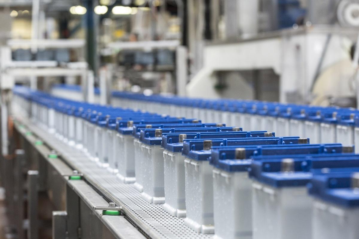 akumulatory clarios varta produkcja
