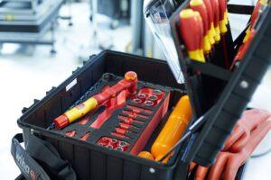 Zestaw narzędzi do prac przy autach elektrycznych
