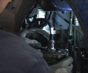 Rozwiązania Blue Print: wymiana filtra paliwa w Dacii Duster [FILM]