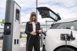 Bosch wprowadza pierwszy na świecie kabel do ładowania elektrycznych samochodów bez skrzynki sterującej